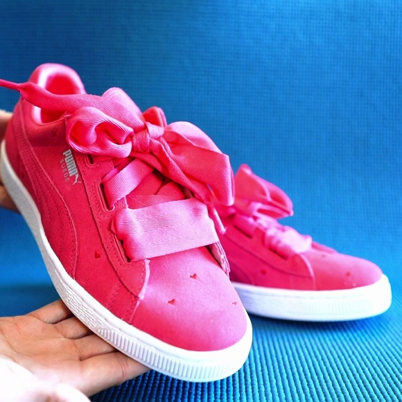 new arrival 0e5f1 4286b Puma suede heart valentine jr sneaker NWT